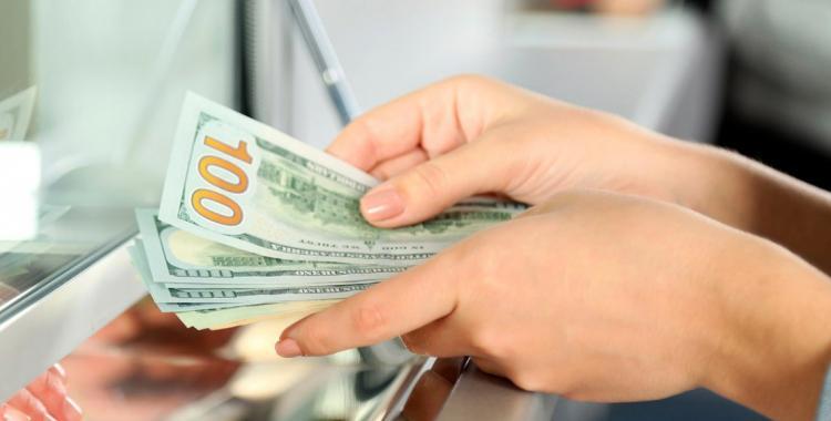 El dólar se dispara 85 centavos y ya se ubica arriba de los $62 | El Diario 24