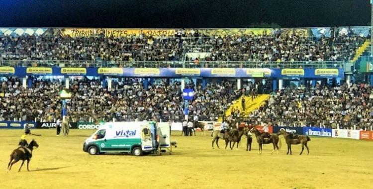 Un domador muere aplastado por el caballo en el Festival de Jesús María   El Diario 24
