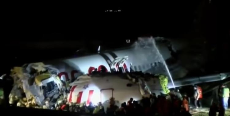 Increíble: se despistó el avión, se partió en tres y no hubo muertos   El Diario 24