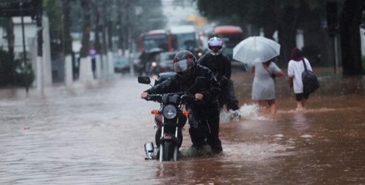 Hay por lo menos diez muertos en Brasil por inundaciones y aludes | El Diario 24