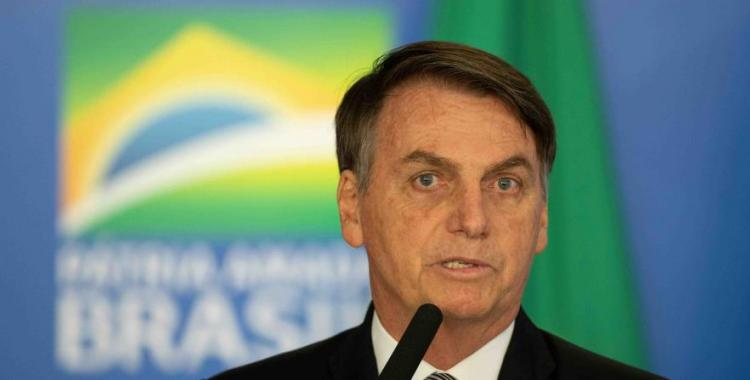 VIDEO: Bolsonaro comió en la calle para estar cerca de la gente y recibió una lluvia de insultos | El Diario 24
