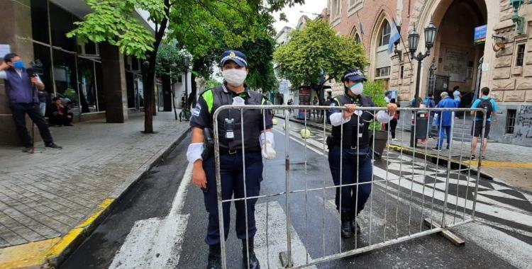 La extrema medida del Gobierno de Tucumán contra dos policías que violaron la cuarentena obligatoria   El Diario 24