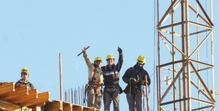 Alivio para miles de albañiles: vuelven las obras en nueve provincias   El Diario 24
