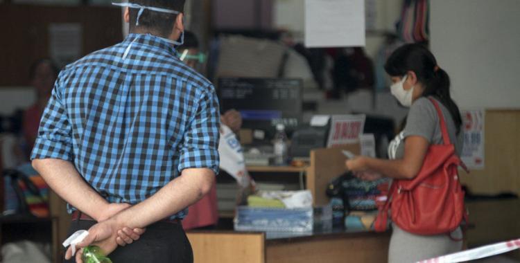 Brutal caída de las ventas de pymes: rubros esenciales bajaron 31% y el resto 75% | El Diario 24