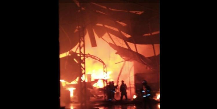 Video: Impresionante incendio en una papelera   El Diario 24
