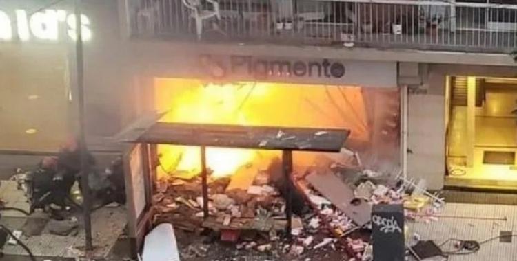 Fuertes imágenes: registran en un video el momento que una explosión mata a dos bomberos en Buenos Aires | El Diario 24