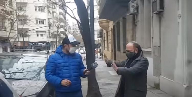 Sos un pobre tipo: el video del momento en que un notero cruza a Baby Etchecopar en plena calle | El Diario 24