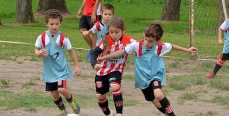 VIDEO: La nena que a los 7 años la rompe jugando al fútbol y es viral en las redes | El Diario 24