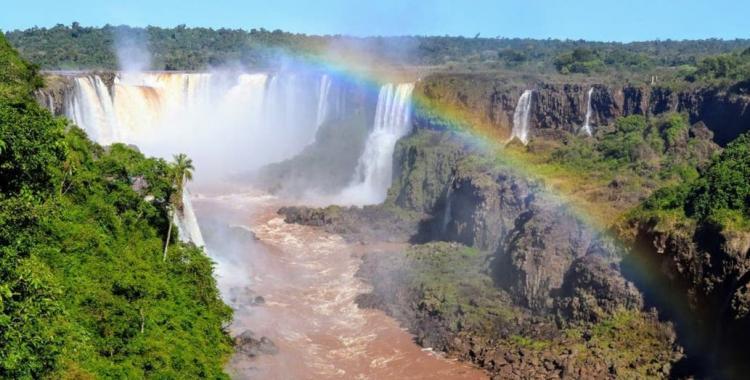 Brote de contagios de coronavirus en Foz do Iguazú  obligó a cerrar las Cataratas | El Diario 24