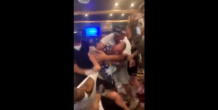 VIDEO: batalla campal en un restaurante por no respetar el distanciamiento social | El Diario 24