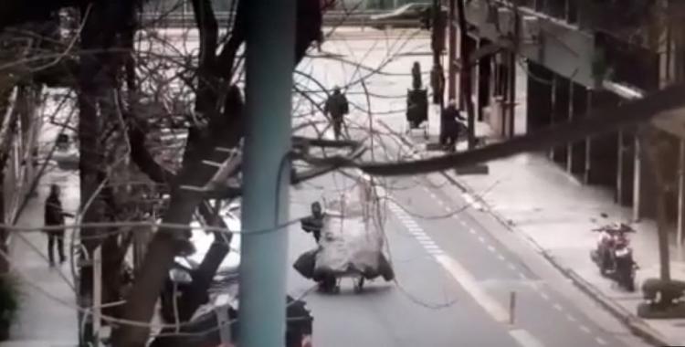 VIDEO Violento robo a una anciana: la tiraron al piso y está internada | El Diario 24