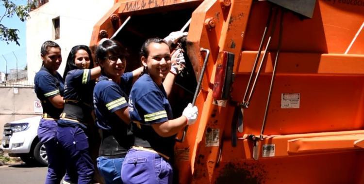 Sin barreras laborales: solicitan que mujeres trabajen en la recolección de residuos | El Diario 24