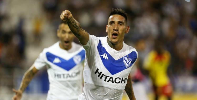 Vélez rompe el chanchito para quedarse con Ricky Centurión   El Diario 24