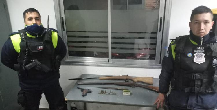 Con una escopeta, un fusil, una pistola, municiones y un cuchillo intentó escapar por los techos en pleno centro   El Diario 24