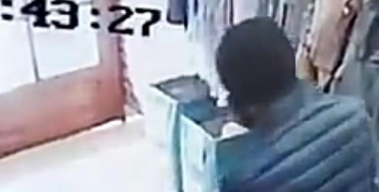 Ingenioso ladrón pidió una campera para probarse y se la llevó puesta   El Diario 24