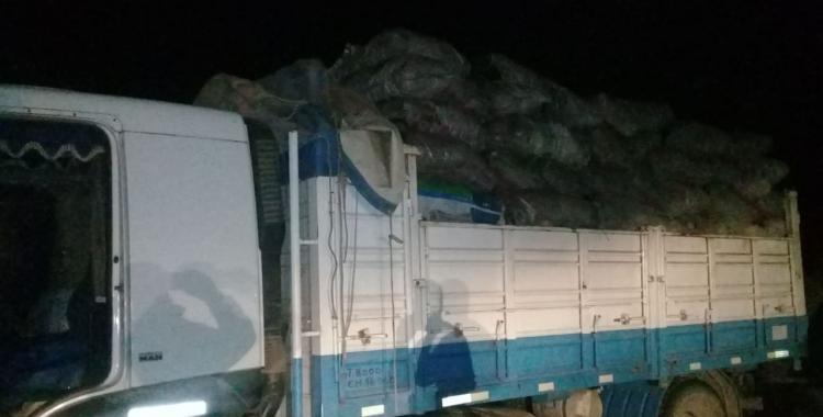 Detienen a camioneros tucumanos que ingresaron de forma ilegal a Santiago a cargar carbón | El Diario 24