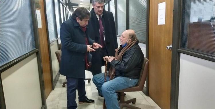 VIDEO: Mirá cómo el jubilado remató al ladrón que ingresó a su casa a robarle y le dio una golpiza   El Diario 24