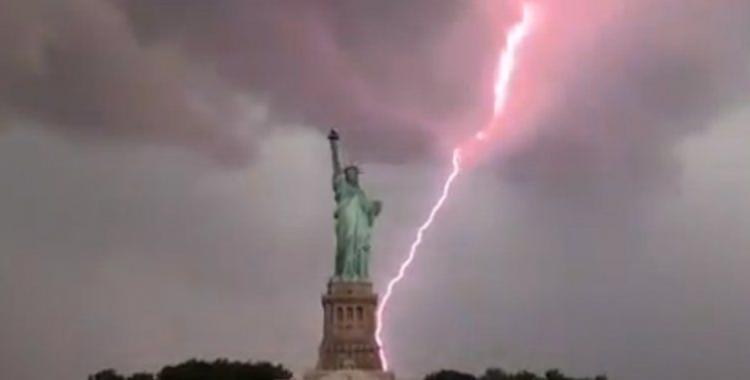 VIDEO: Mirá cómo un rayo impactó en la Estatua de la Libertad de Nueva York | El Diario 24