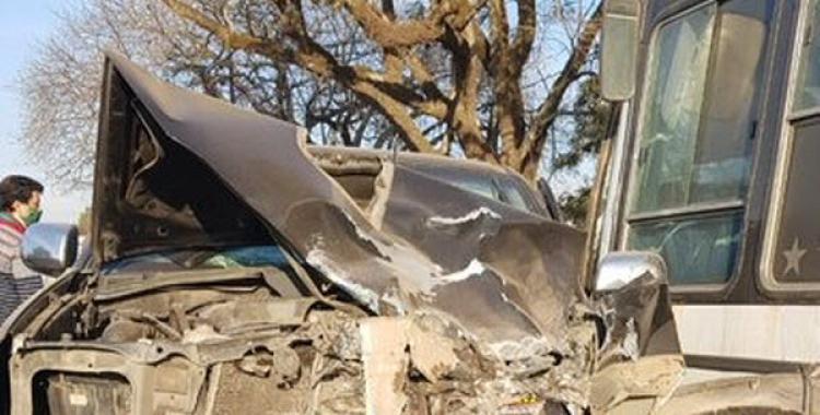 Accidente fatal en El Chañar entre una camioneta y un colectivo que transportaba cosecheros   El Diario 24