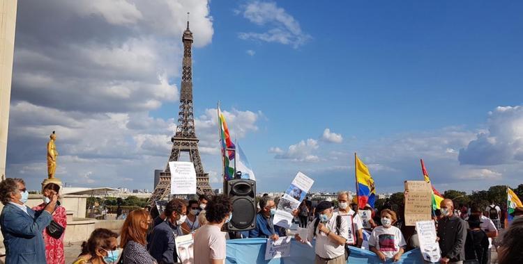 Argentinos residentes en Francia repudiaron la presencia de Macri en París | El Diario 24