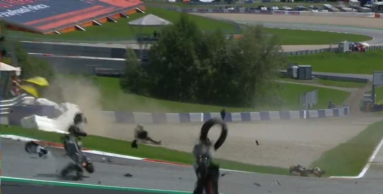 VIDEO: Valentino Rossi se salva de milagro en espectacular accidente en el MotoGP | El Diario 24
