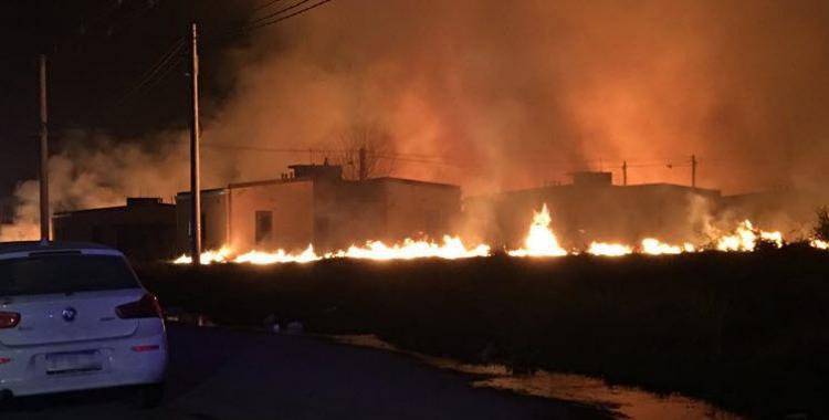 Intentaron usurpar 300 casas del barrio Manantial Sur y prendieron fuego a pastizales | El Diario 24
