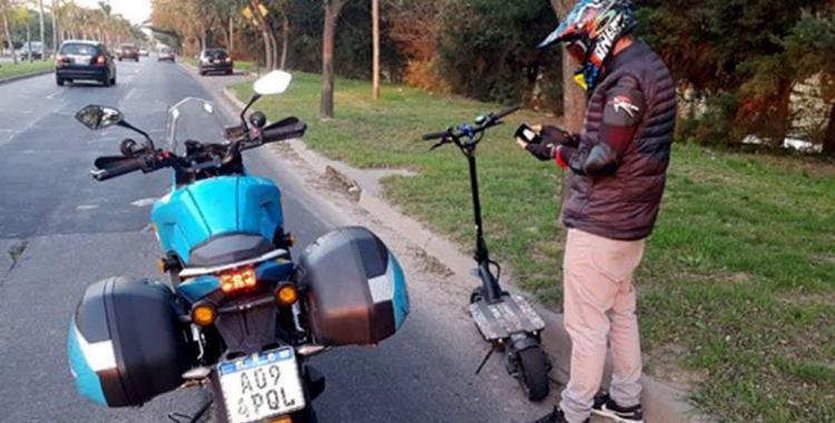 Insólito: un hombre fue multado por circular a más de 100 kilómetros por hora en un monopatín eléctrico | El Diario 24