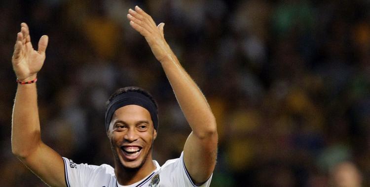 Ronaldinho le contestó a Maradona la oferta para jugar en Gimnasia   El Diario 24
