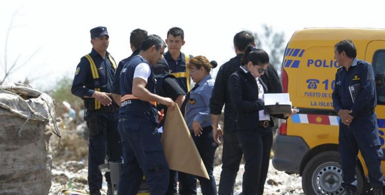 Un cartonero encontró un feto de unos 8 meses de gestación en un basural y alertó a la Policía   El Diario 24