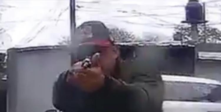 VIDEO: Delincuentes intentaron asaltarlo, le apuntaron con un arma y quedaron grabados | El Diario 24