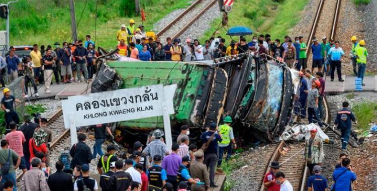 VIDEO: El choque entre un autobús y un tren dejó como saldo 18 muertos y más de 40 heridos | El Diario 24