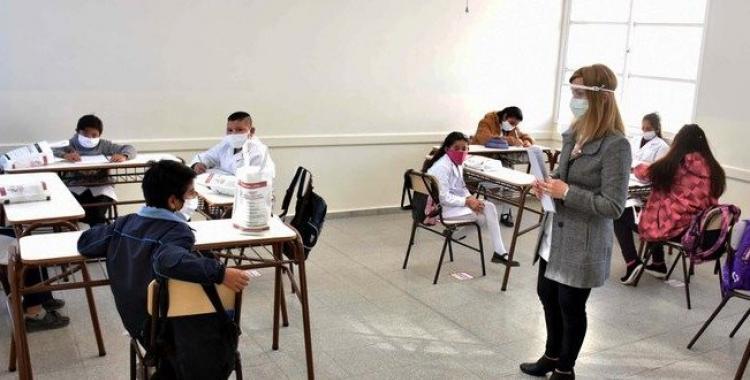 Los alumnos que asistan a clases presenciales podrán usar el transporte público   El Diario 24