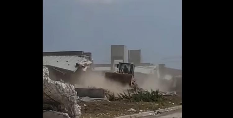 """VIDEO: Grabaron cómo derribaban las casas de """"Sueños Compartidos"""" por graves fallas edilicias   El Diario 24"""