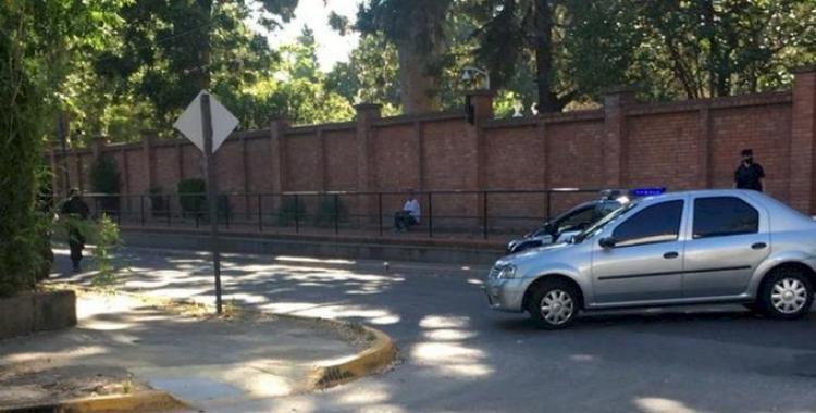 Operativo policial por un hombre que amenaza con quitarse la vida a metros de la Quinta de Olivos | El Diario 24