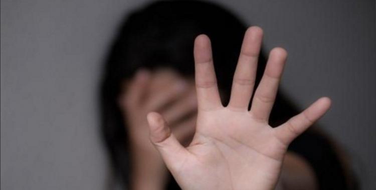 Un adolescente apuñaló a su novia de 13 años: escapó, pero su padre lo entregó | El Diario 24