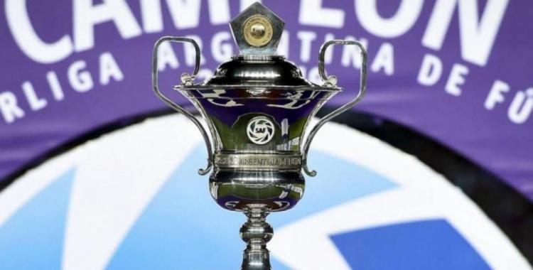 Después de 258 de su consagración, Boca recibió el trofeo de la Superliga   El Diario 24