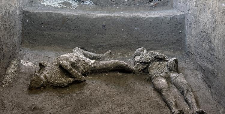 Hallan restos de dos víctimas de la erupción del Vesubio enterrados en Pompeya | El Diario 24