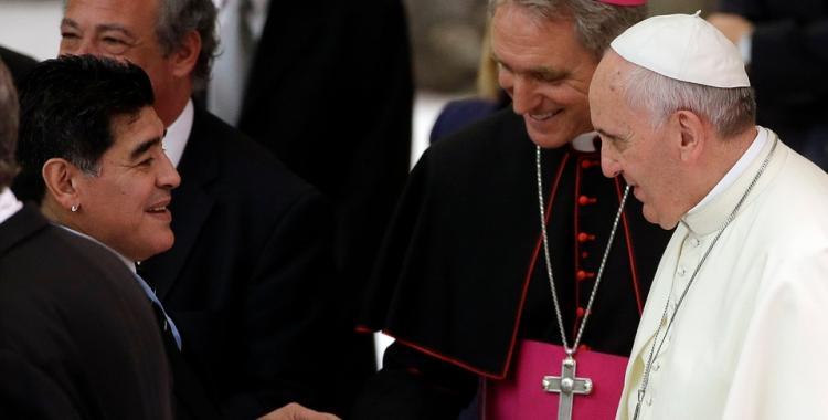 Reza por él: revelan cómo se tomó el Papa Francisco la muerte de Maradona | El Diario 24