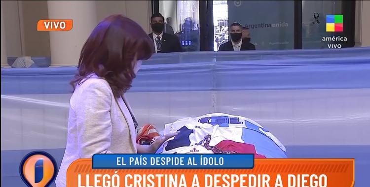 Cristina Kirchner despidió a Diego Maradona en Casa Rosada: el abrazo con Claudia Villafañe | El Diario 24