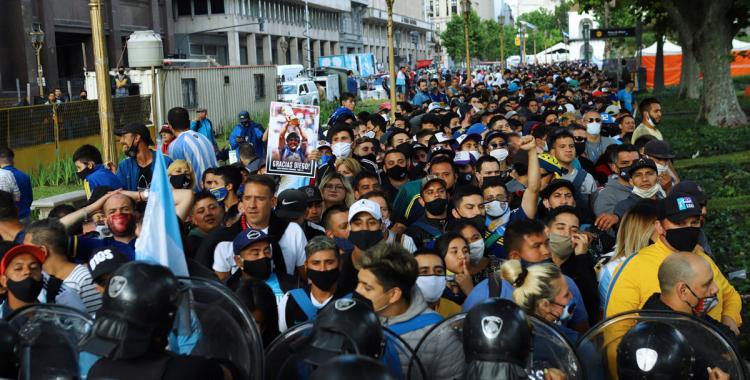 La familia de Diego Maradona decidió extender el velorio hasta las 19   El Diario 24