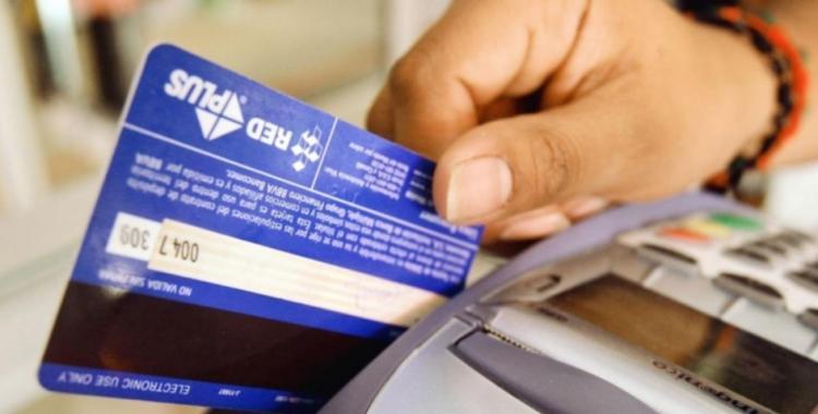 Sigue el reintegro del 15% en compras con tarjeta de débito: a quiénes beneficia | El Diario 24