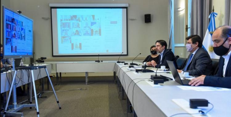 La Nación acordó con gremios docentes una suba del salario mínimo y paga en cuotas del FONID | El Diario 24