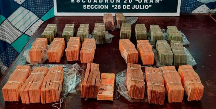 Descubren a padre e hijo transportando casi 10 millones de pesos sin poder justificarlos | El Diario 24