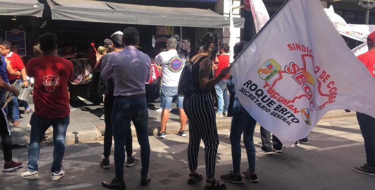 Protesta de SEOC en el microcentro tucumano: exigen el cierre de los negocios durante el feriado | El Diario 24