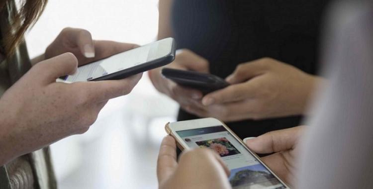 Quiénes podrán solicitar el servicio de telefonía celular con Internet por 150 pesos por mes | El Diario 24