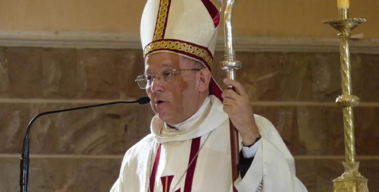 Un sacerdote atacó a golpes a un obispo en medio de una reunión y fue suspendido | El Diario 24