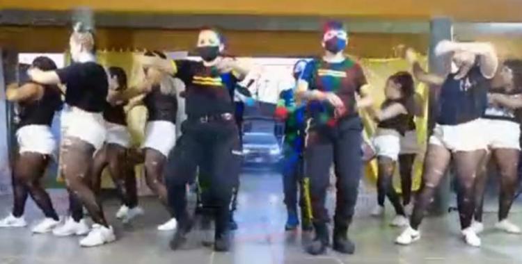 VIDEO Polémica por la viralización de un video de reclusas bailando reggaetón con guardiacárceles   El Diario 24