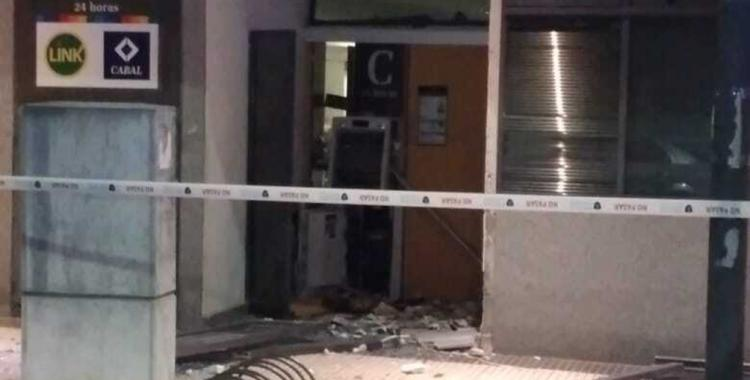 Delincuentes hicieron explotar un cajero automático y se llevaron todo el dinero que había en él | El Diario 24