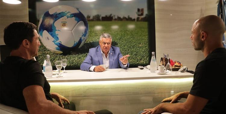 Mascherano vuelve a la Selección Argentina, esta vez como parte de la estructura de la AFA | El Diario 24