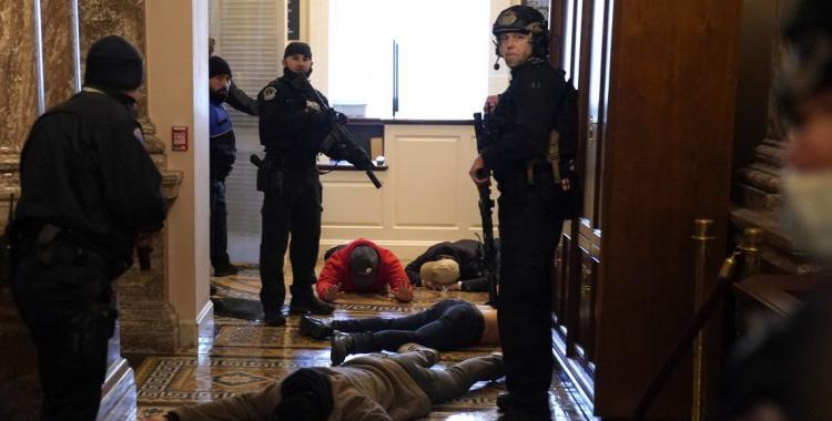 (VIDEO) Murió la mujer que había recibido un disparo en plena toma del Capitolio | El Diario 24